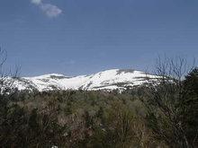 残雪の至仏山